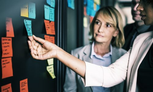 Agile Mitarbeitergespräche und moderne Feedbackformate kennenlernen